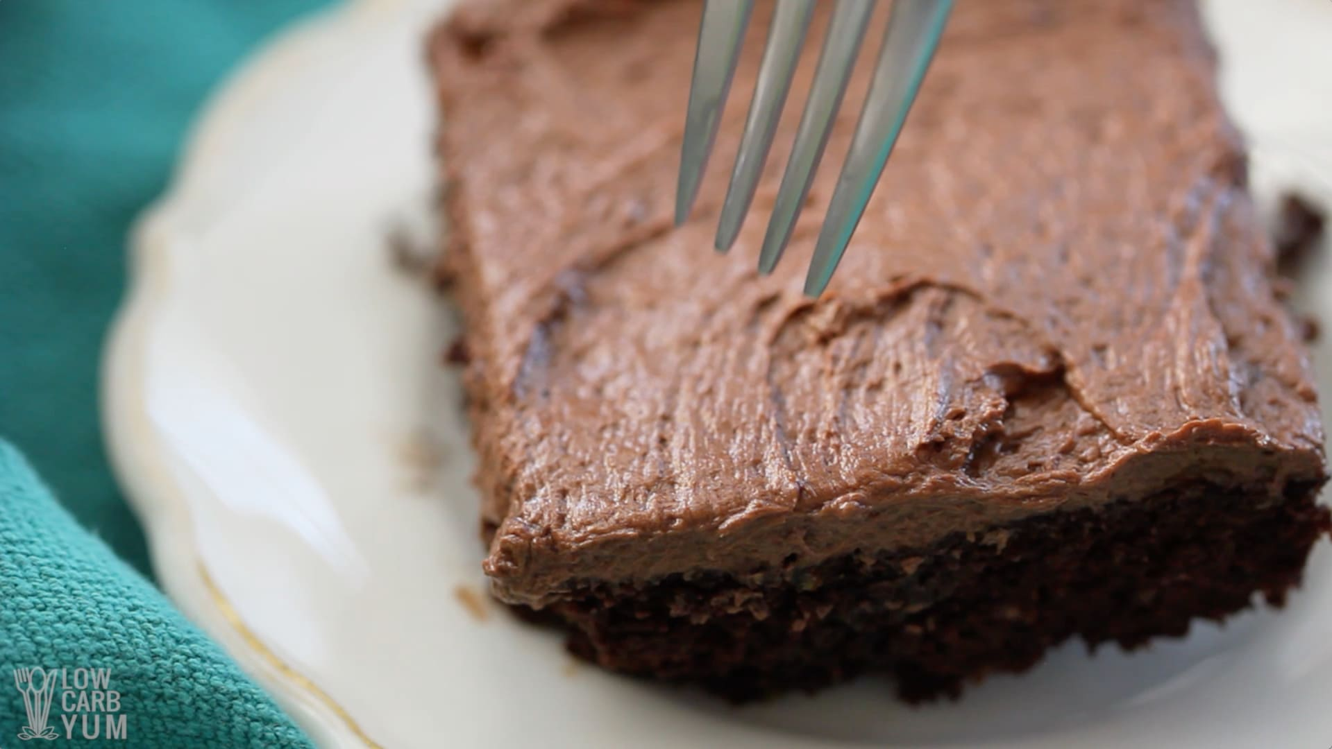 Best Low Carb Chocolate Cake Recipe Gluten Free Low Carb Yum - Sliced chocolate is finally here and we know our life will never be the same again
