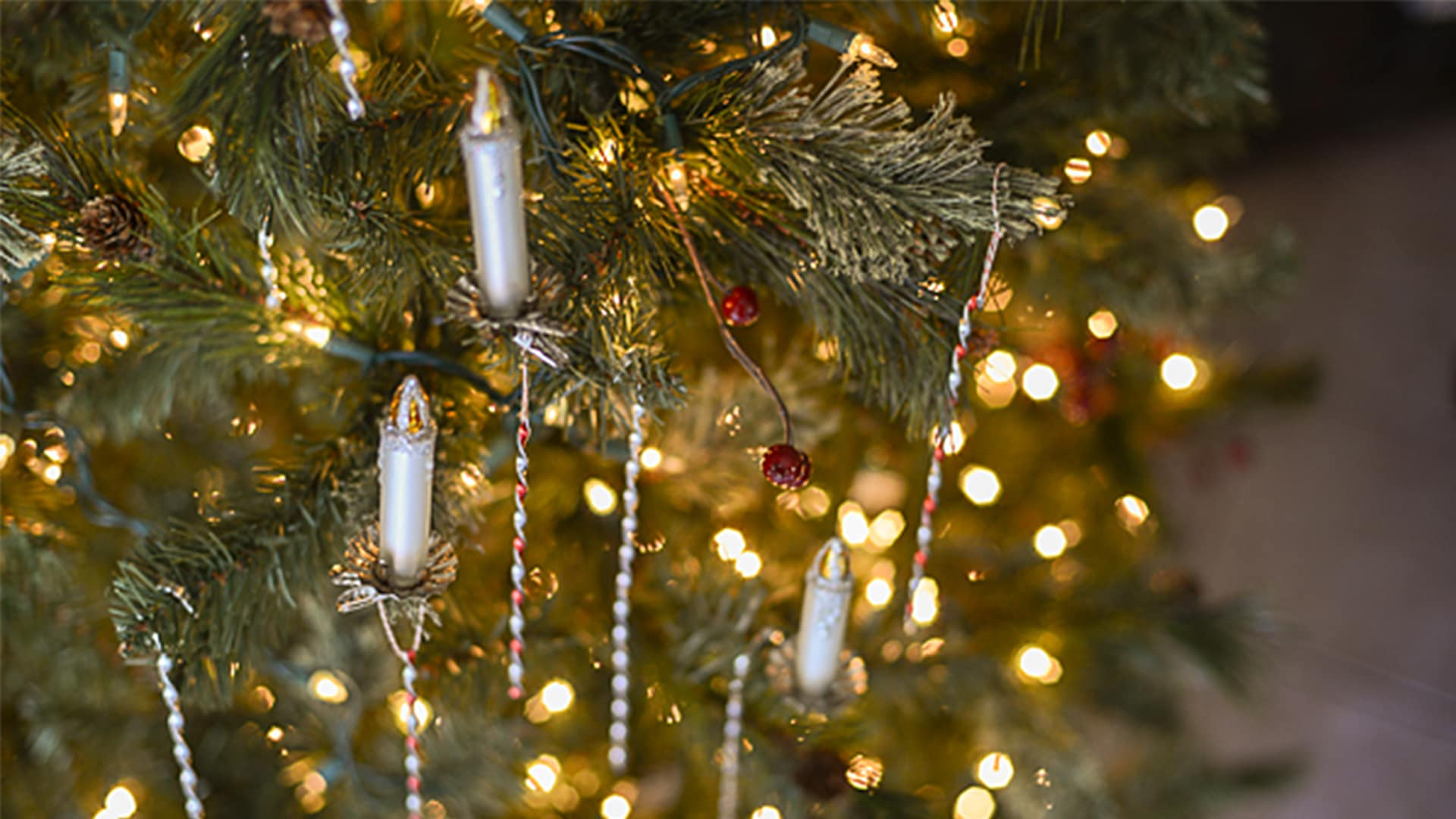 How to Make Victorian Tinsel Christmas Ornaments | Tikkido.com