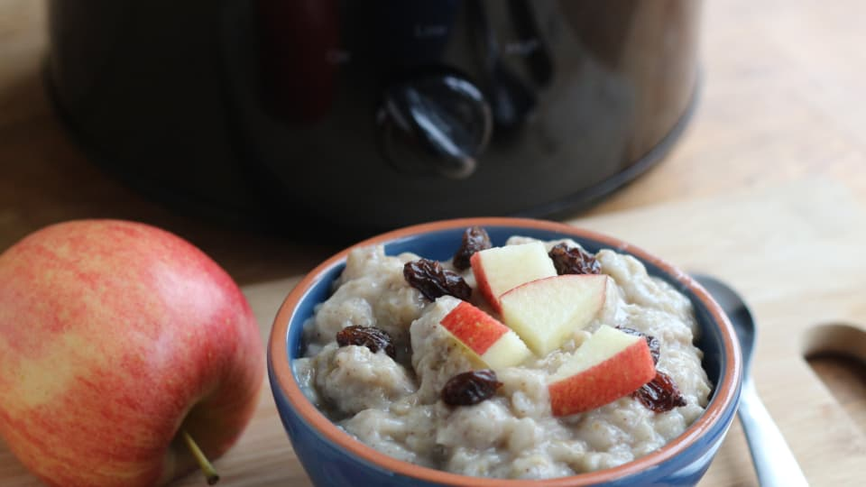 Crockpot Apple Oatmeal With Old Fashioned Oats